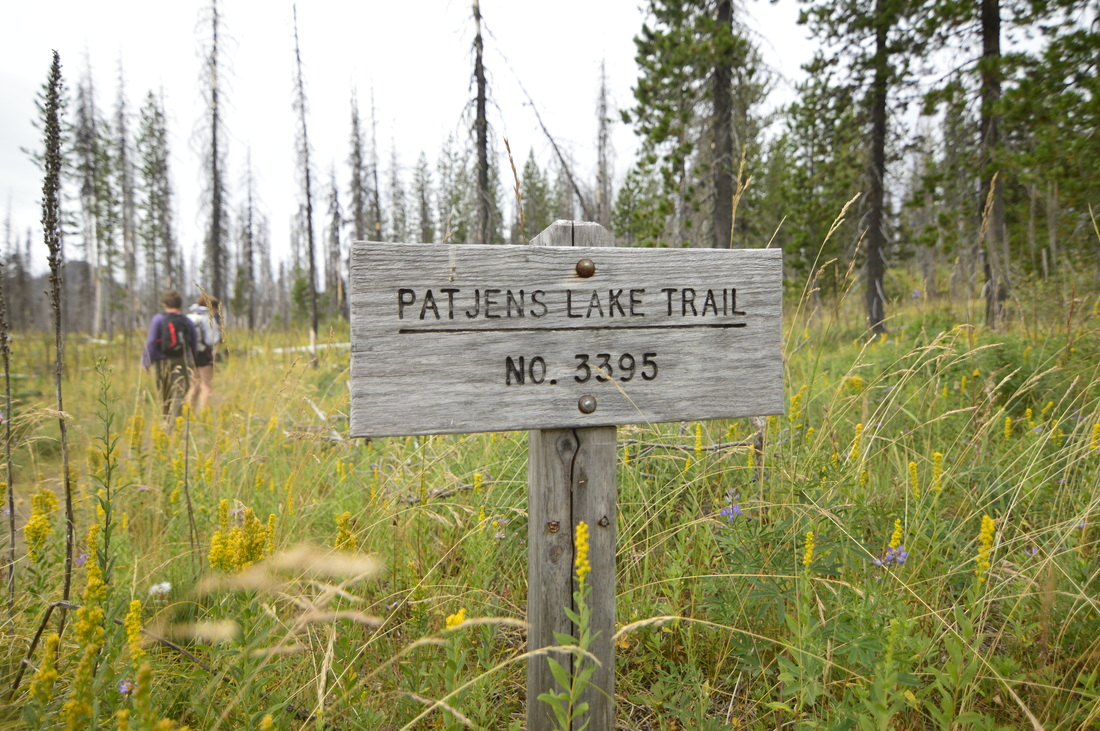 The Patjens Lakes trailhead sign