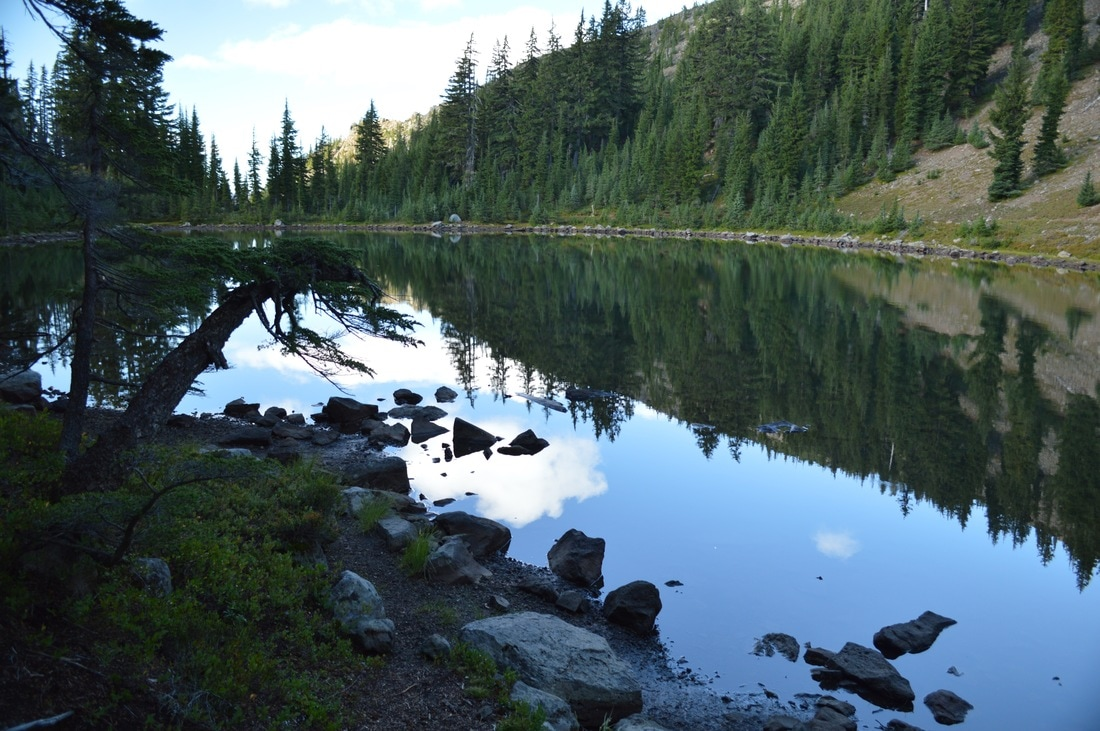 Rockpile Lake along the Pacific Crest Trail